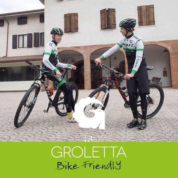 La Lessinia in mountain bike.  Riecco i nostri testimonial Mirko e Martino. Con ...