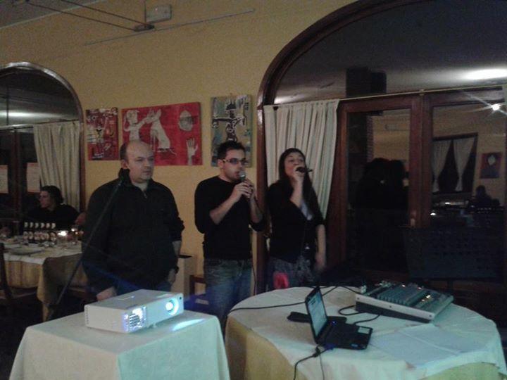 Pochi scatti della nostra serata pizza-karaoke....al piu presto pubblicheremo il...