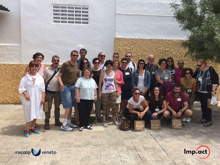 Prima giornata per i nostri 16 cooperatori sociali in visita ad Osuna-Siviglia c...